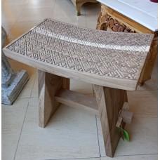 Taburete de madera artesanal
